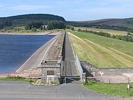 Usk_reservoir_dam_wall